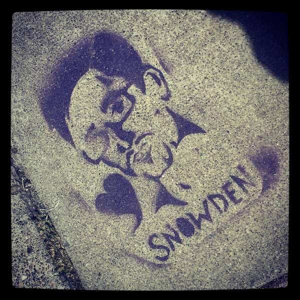 Graffito che raffigura Edward Snowden