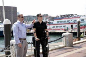 L'esoscheletro ReWalk consente ai paralitici di camminare di nuovo