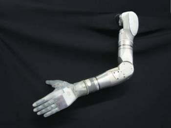 Il braccio robotico della DARPA