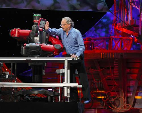 Rodney Brooks con un robot