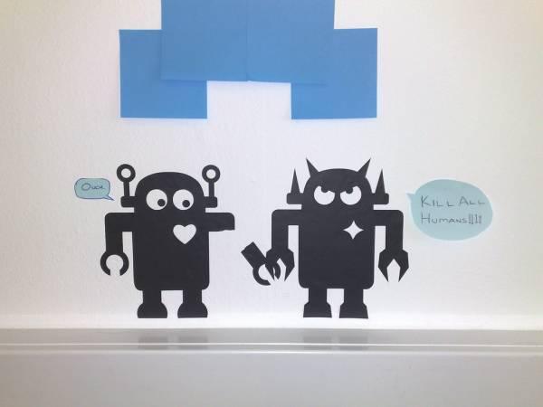 Un disegno di un robot cattivo e uno buono
