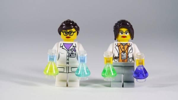 Due scienziati lego