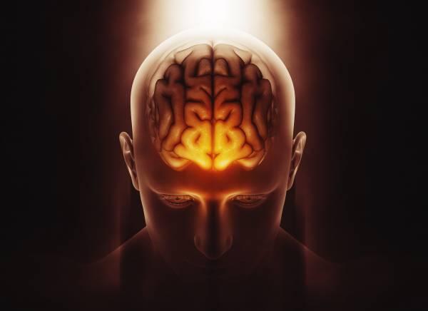 Render 3D di un uomo con cervello illuminato