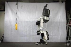 L'esoscheletro Wandercraft aiuta i paraplegici a camminare