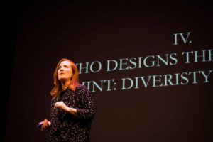 Kate Crawford e l'urgenza etica nell'intelligenza artificiale